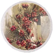 Country Wreath With Red Berries Round Beach Towel