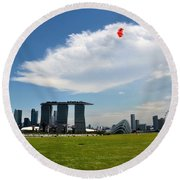 Couple Flies Kite Marina Bay Sands Singapore Round Beach Towel