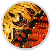 Crab Vs. Lobster Round Beach Towel