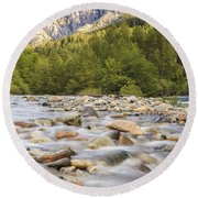 Creek And Castle Crags Round Beach Towel