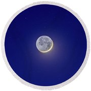 Crescent Moon With Earthshine Amid Stars Round Beach Towel