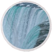 Crest Of Horseshoe Falls In Winter Round Beach Towel