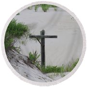 Cross In The Dunes Round Beach Towel