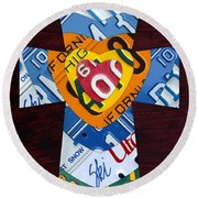 Cross With Heart Rustic License Plate Art On Dark Red Wood Round Beach Towel