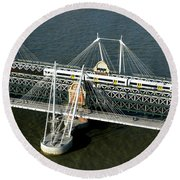 Crossing The Thames Round Beach Towel