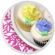 Cupcakes On A Plate Round Beach Towel