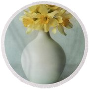 Daffodils In A White Flowerpot Round Beach Towel