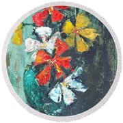 Daisies In A Green Vase Round Beach Towel