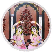 Dancers In Mughal Court Round Beach Towel