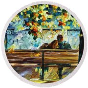 Date On The Bench Round Beach Towel