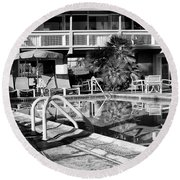 Del Marcos Pool Bw Palm Springs Round Beach Towel