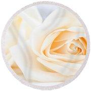 Delicate Beige Roses Round Beach Towel