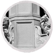 Detail Of Monument Statues - Bw Round Beach Towel
