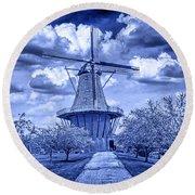 deZwaan Holland Windmill in Delft Blue Round Beach Towel