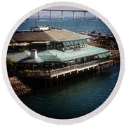 Dining On The Bay Round Beach Towel
