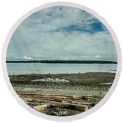 Low Tide Along The Discovery Passage Round Beach Towel