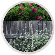 Don't Fence Me In - Wild Roses - Old Fence Round Beach Towel