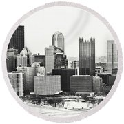 Cold Winter Day In Pittsburgh Pennsylvania Round Beach Towel