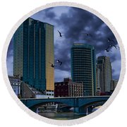 Downtown Grand Rapids Michigan By The Grand River With Gulls Round Beach Towel