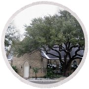 Dusting Of Snow At Church On Pennsylvania St Fort Worth Tx Round Beach Towel