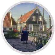 Dutch Traditional Dress Round Beach Towel