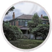 Early Victorian Italianate House Round Beach Towel