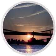 East River Sunrise - New York City Round Beach Towel