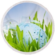 Easter Egg In Grass Round Beach Towel