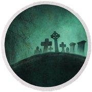 Eerie Graveyard At Night In Fog Round Beach Towel