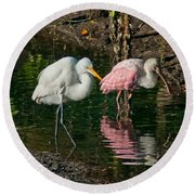 Egret And Pink Spoonbill Round Beach Towel