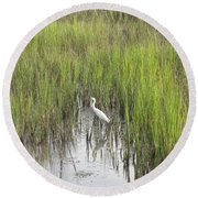 Egret In The Marsh Round Beach Towel