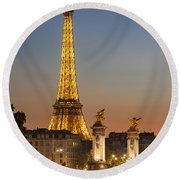 Eiffel At Twilight Round Beach Towel