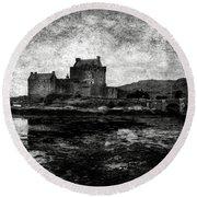 Eilean Donan Castle In Scotland Bw Round Beach Towel