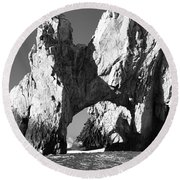 El Arco In Black And White Round Beach Towel