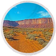 Elephant Butte From Wildcat Trail In Monument Valley Navajo Tribal Park-arizona   Round Beach Towel