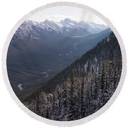 Elevated View Down U-shaped Valley Round Beach Towel