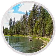Enjoying Des Chutes River In Des Chutes Nf-or Round Beach Towel