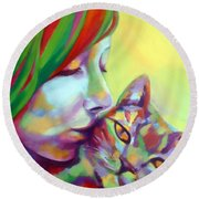 Evi And The Cat Round Beach Towel