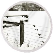 Fence Pulls In Winter Round Beach Towel