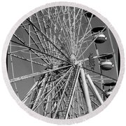 Ferris Wheel In Black And White Round Beach Towel