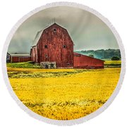 Field And Barn Round Beach Towel