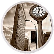 Fifth Avenue Building Round Beach Towel