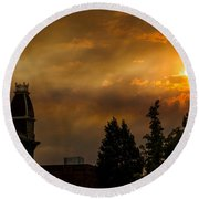 Firey Sunset Over Grants Pass Round Beach Towel