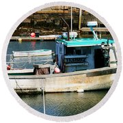 Fishing Boat In Rockport Round Beach Towel