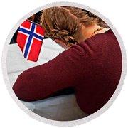 Flag Of Norway In Girls' Braided Hair Art Prints Round Beach Towel