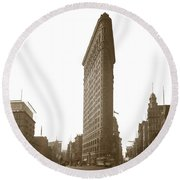 Flatiron Building New York City Circa 1904 Round Beach Towel