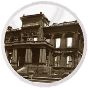 James Clair Flood Mansion Atop Nob Hill San Francisco Earthquake And Fire Of April 18 1906 Round Beach Towel