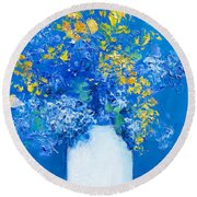 Flowers With Blue Background Round Beach Towel