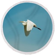 Flying Great Egret Round Beach Towel