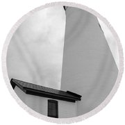 Fort Gratiot Light House In Black And White Round Beach Towel